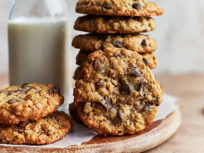 Bánh quy yến mạch chocolate chip với nho khô
