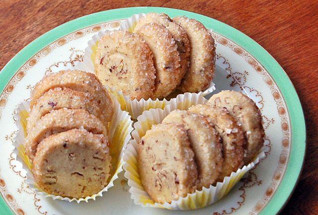 Bánh quy nướng hạt hồ đào và si rô cây phong